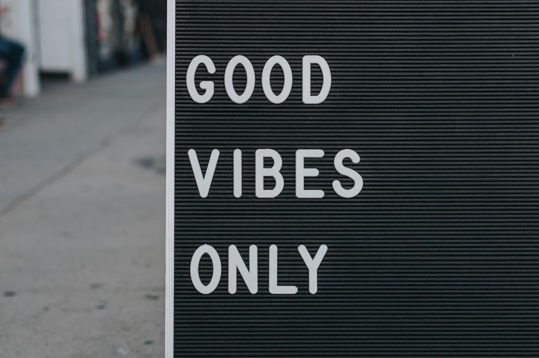 Panneau Good vibes only - Le bien-être au travail